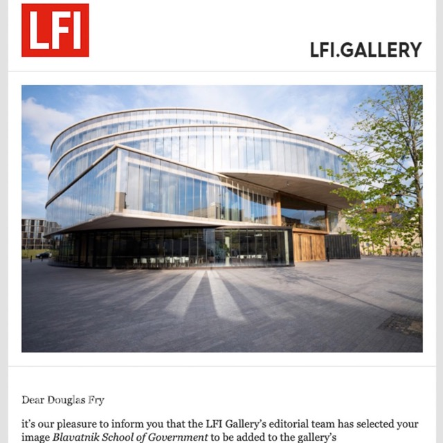 Photograph of Oxford building appearing on Leica's website