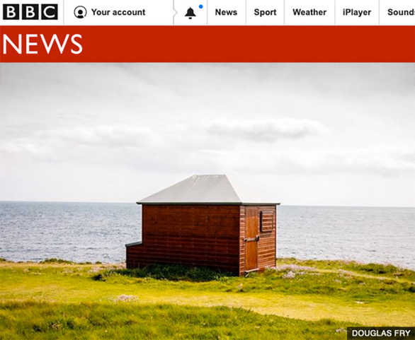 Beach hut photograph by Piranha on BBC website